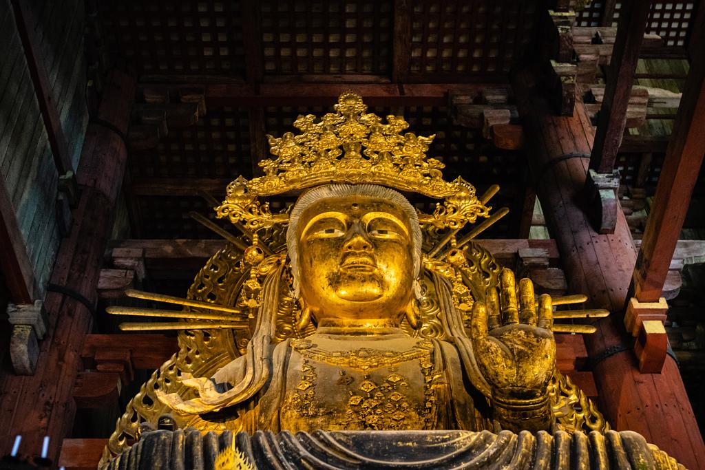 أحد تماثيل بوذا في نارا