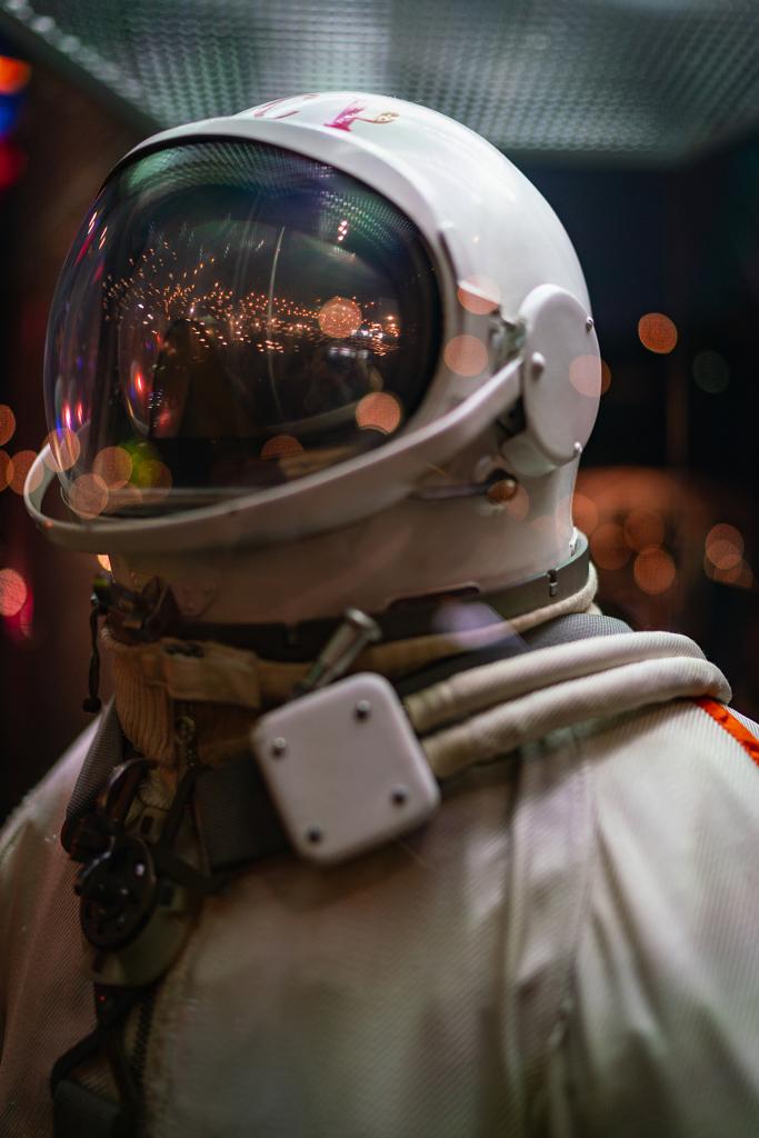 بدلة رواد الفضاء