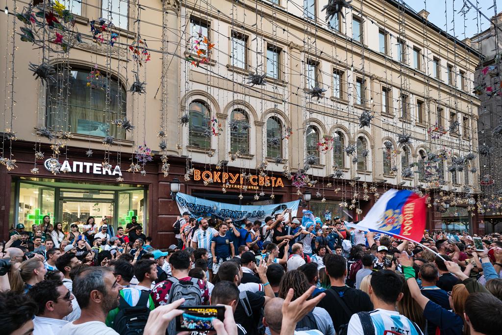 المشجعين في كل مكان بالريد سكيور يحتفلون بالمونديال