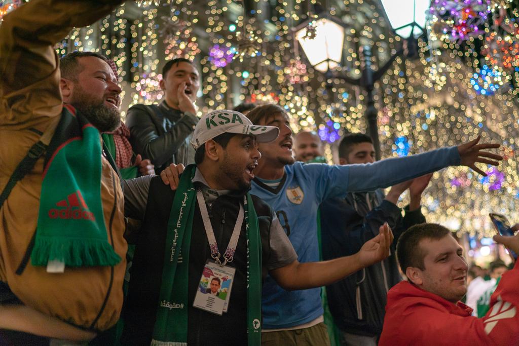 مشجعي المنتخب السعودي في ليلة المباراة الإفتتاحية في روسيا
